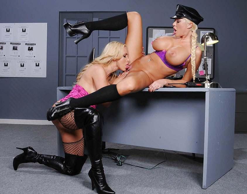 смотреть порно в полицейском участке-дт3