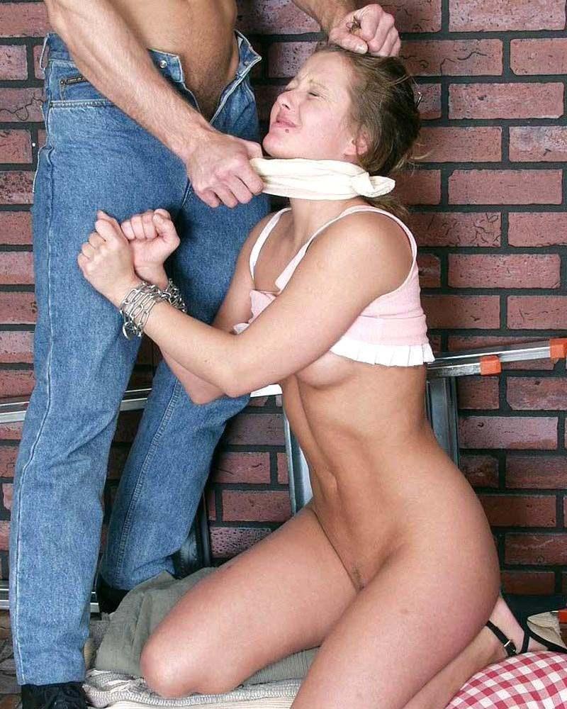 Молодая парочка отжигает дома порно