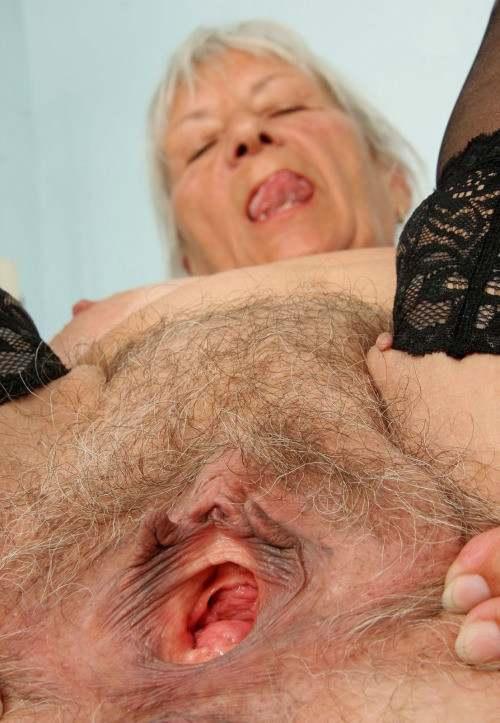 смотреть онлайн порно сбабушками вагина крупным планом