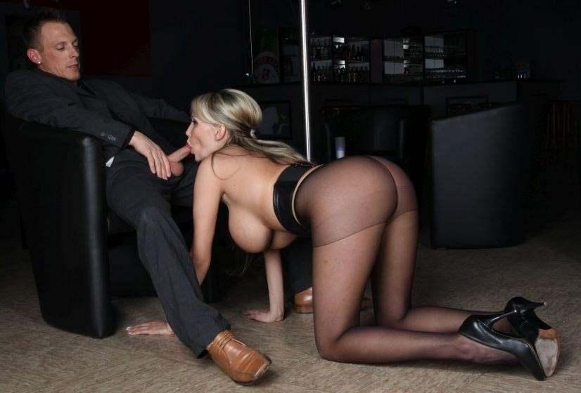 Жена сосет у начальника