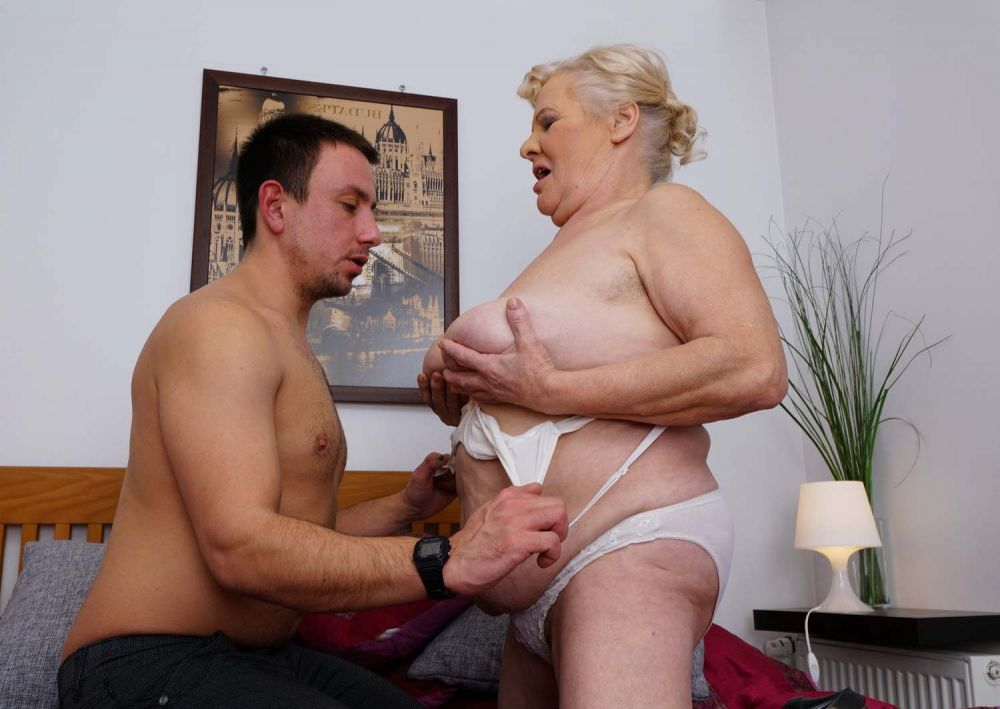 Смотреть онлайн бабушка порно молодой
