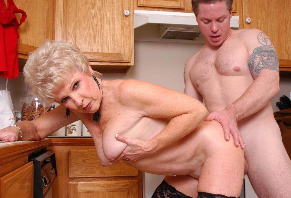 видео порно секс с тещей на кухне