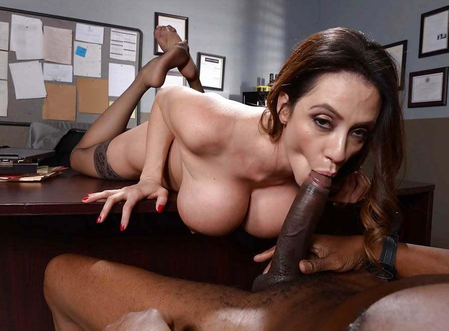 Порно с грудастими секретаршами